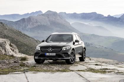 Mercedes-AMG GLC 43 4MATIC X253 Aussenansicht Front schräg statisch schwarz