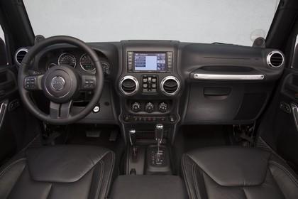 Jeep Wrangler JK Innenansicht Armaturenbrett