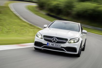 Mercedes AMG C-Klasse W205 Aussenansicht Front dynamisch weiss