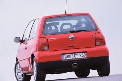 VW Lupo 6E Aussenansicht Heck schräg statisch rot