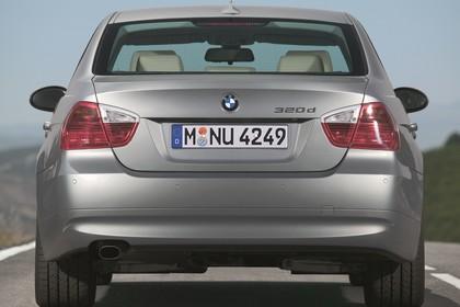 BMW 3er Limousine Aussenansicht Heck statisch grau