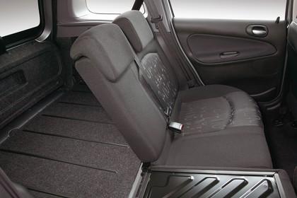 Peugeot 206 SW 2 Innenansicht statisch Studio Kofferraum Rücksitze 1/3 umgeklappt