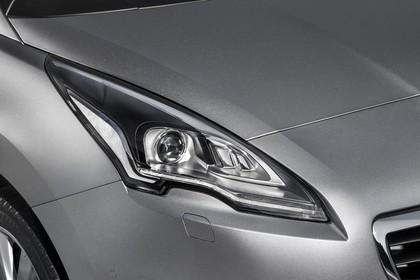 Peugeot 5008 Van Aussenansicht Front schräg statisch Detail Scheinwerfer rechts