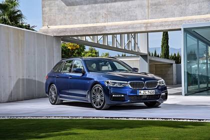 BMW 5er G31 Touring Aussenansicht Front schräg statisch blau
