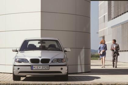 BMW 3er Limousine E46 LCI Aussenansicht Front statisch silber