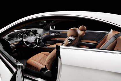 Mercedes CL C216 Studio Innenansicht Einstieg statisch weiß braun