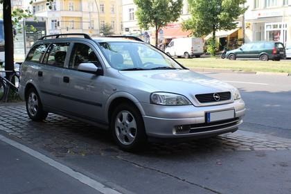 Opel Astra G Caravan Aussenansicht Front schräg statisch silber