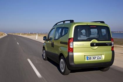 Peugeot Bipper Tepee A Aussenansicht Heck schräg statisch grün