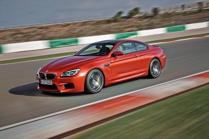 BMW M6 Coupé F13 Seite schräg dynamisch rot