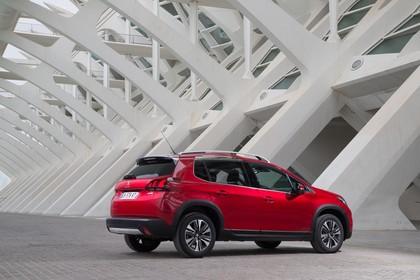 Peugeot 2008 A94 Aussenansicht Seite schräg statisch rot