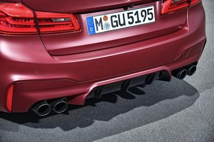 BMW M5 F90 Aussenansícht Heck Detail statisch rot