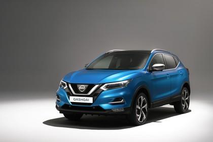 Nissan Qashqai J11 FL Aussenansicht Front schräg statisch Studio blau