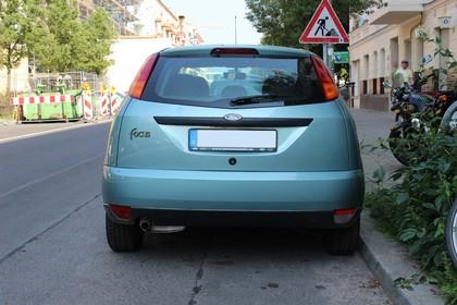 Ford Focus Mk1 Aussenansicht Heck statisch blau