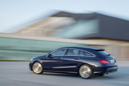 Mercedes CLA Shooting Brake X117 Aussenansicht Seite dynamisch blau