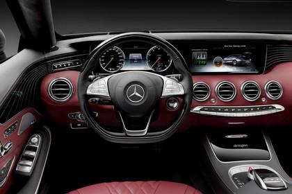 Mercedes-Benz S-Klasse Cabriolet A207 Innenansicht Vordersitze und Armaturenbrett fahrerseitig