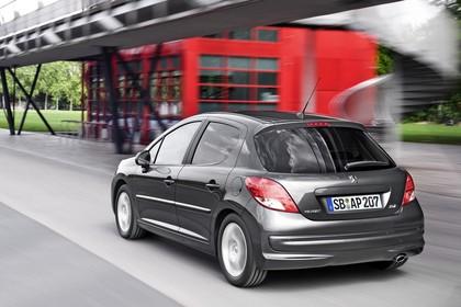 Peugeot 207 Facelift Aussenansicht Heck schräg dynamisch grau