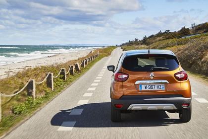Renault Captur R Aussenansicht Heck dynamisch orange