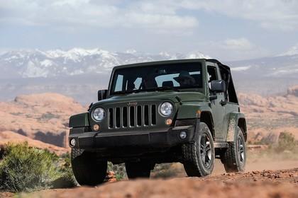 Jeep Wrangler JK Aussenansicht Front schräg statisch grün