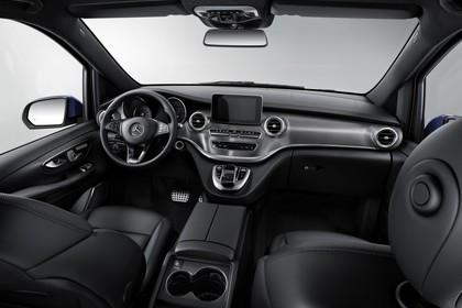 Mercedes V-Klasse 447 Innenansicht zentral Studio statisch schwarz