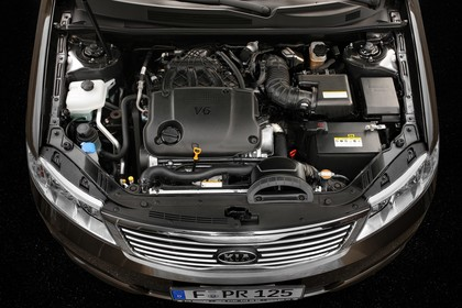 Kia Magentis MG Facelift Aussenansicht statisch Studio Front schräg erhöht Detail Motor