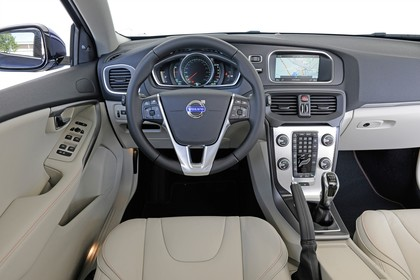Volvo V40 M/525 Innenansicht Fahrerposition statisch beige schwarz