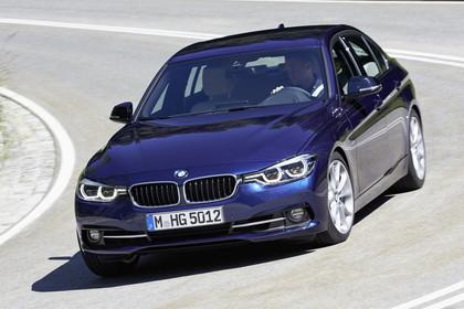 BMW 3er Limousine F30 Aussenansicht Front schräg dynamisch blau