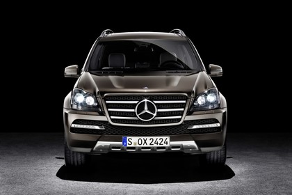 Mercedes Benz GL-Klasse Studio Aussenansicht Front statisch braun