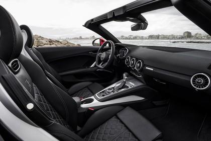 Audi TT 8S Roadster Innenansicht Beifahrerposition statisch schwarz