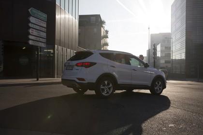Hyundai Santa Fee DM Aussenansicht Seite schräg statisch weiß