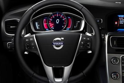 Volvo V60 F Innenansicht statisch Studio Detail Lenkrad und Tacho