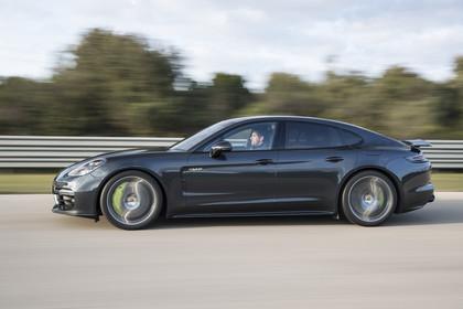 Porsche Panamera Turbo S E-Hybrid 971 Seite dynamisch schwarz