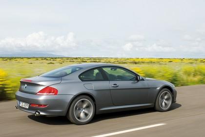 BMW 6er Coupé E63 LCI Aussenansicht Seite schräg dynamisch grau