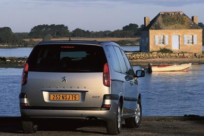Peugeot 807 E Aussenansicht Heck schräg statisch silber