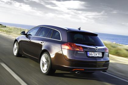 Opel Insignia G09 Sports Tourer Aussenansicht Heck schräg dynamisch braun