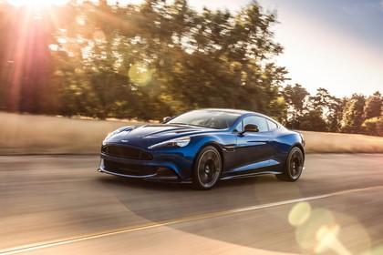 Aston Martin Vanquish VH Aussenansicht Front schräg dynamisch dunkelblau