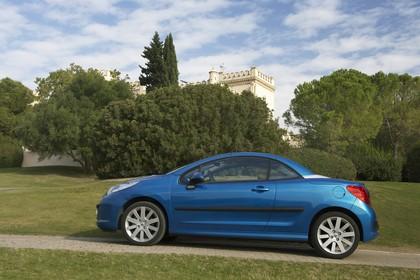 Peugeot 207 CC W Aussenansicht Seite schräg statisch blau