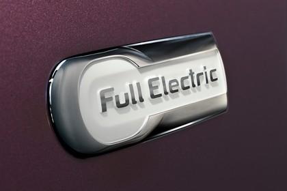 Citroën C-Zero Aussenansicht Seite schräg statisch Detail Full Electric Schriftzug