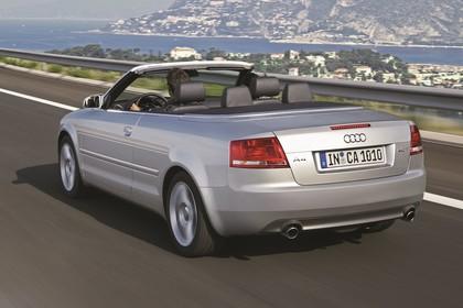 Audi A4 Cabrio B7 Aussenansicht Heck schräg dynamisch silber