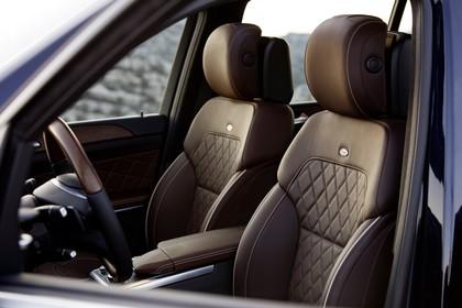 Mercedes Benz GL-Klasse Innenansicht Fahrersitz statisch braun