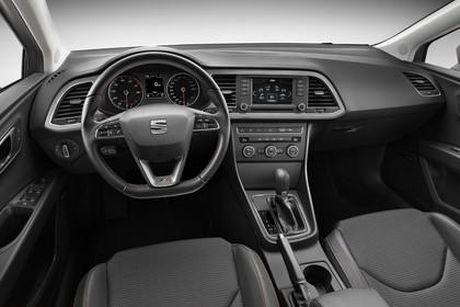 SEAT Leon ST 5F Innenansicht Vordersitze und Armaturenbrett fahrerseitig
