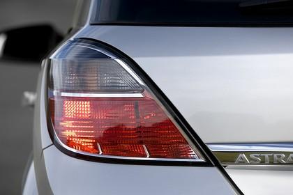 Opel Astra H 5Türer Aussenansicht Detail Rückleuchte statisch silber