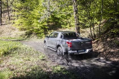 Fiat Fullback KT0T Aussenansicht Heck schräg dynamisch grau