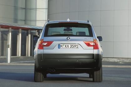 BMW X3 E83 Aussenansicht Heck statisch blau