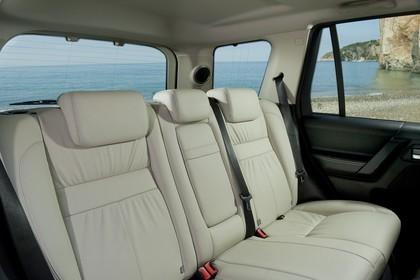 Land Rover Freelander 2 LF Facelift Innenansicht statisch Rücksitze beifahrerseitig