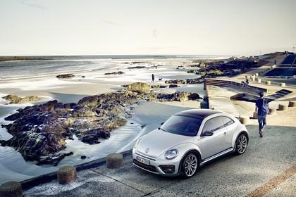 VW Beetle Aussenansicht Front schräg erhöht statisch weiss