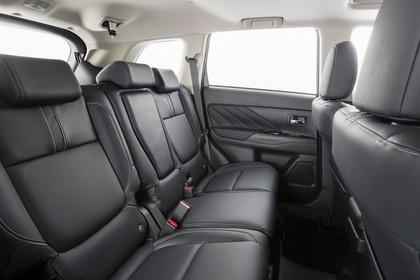 Mitsubishi Outlander Plug-in-Hybrid CWO Innenansicht Studio Detail schwarz Rückbank