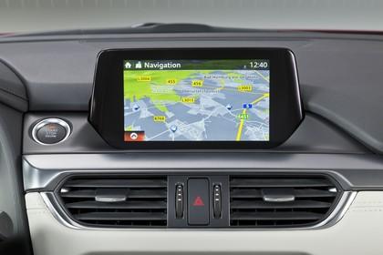 Mazda 6 Limousine GJ Innenansicht statisch Studio Detail Infotainmentbildschrim