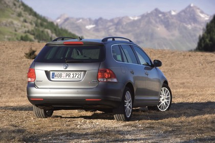 VW Golf 5 Variant Aussenansicht Heck schräg statisch grau