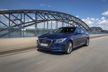 Hyundai Genesis DH Aussenansicht Front schräg dynamisch blau