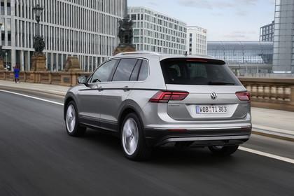VW Tiguan 2 Aussenansicht Heck schräg dynamisch grau